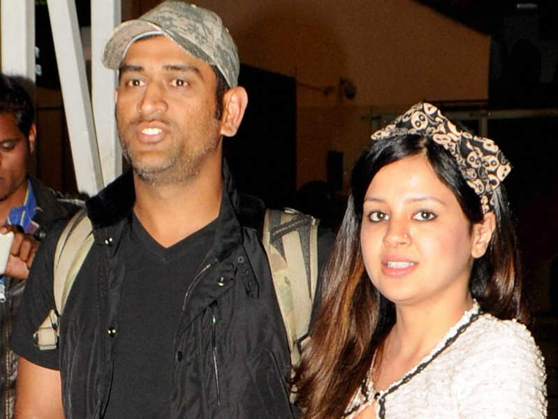 This photoshopped picture of MS Dhoni & wife Sakshi goes viral