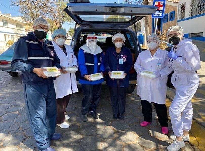 Beauty queen distributes hot meals to frontline heroes amid pandemic