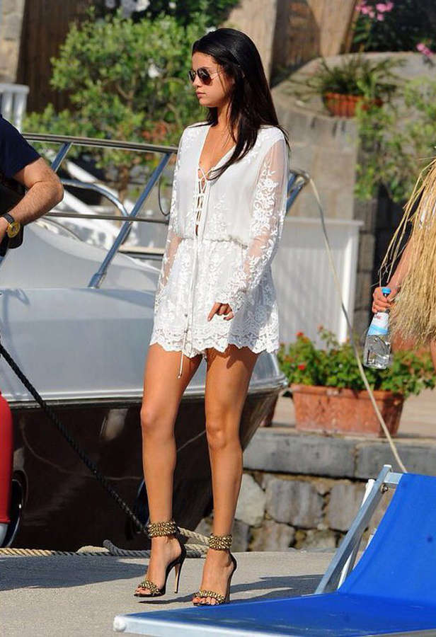 Selena Gomez conquers the streets with her stunning attire