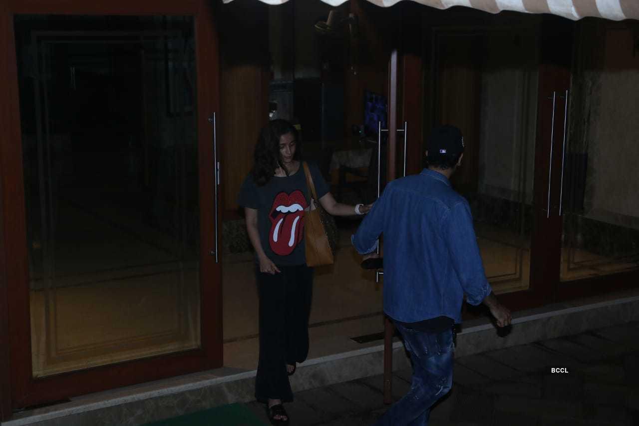 Alia Ranbir meet Sanjay Dutt (2).