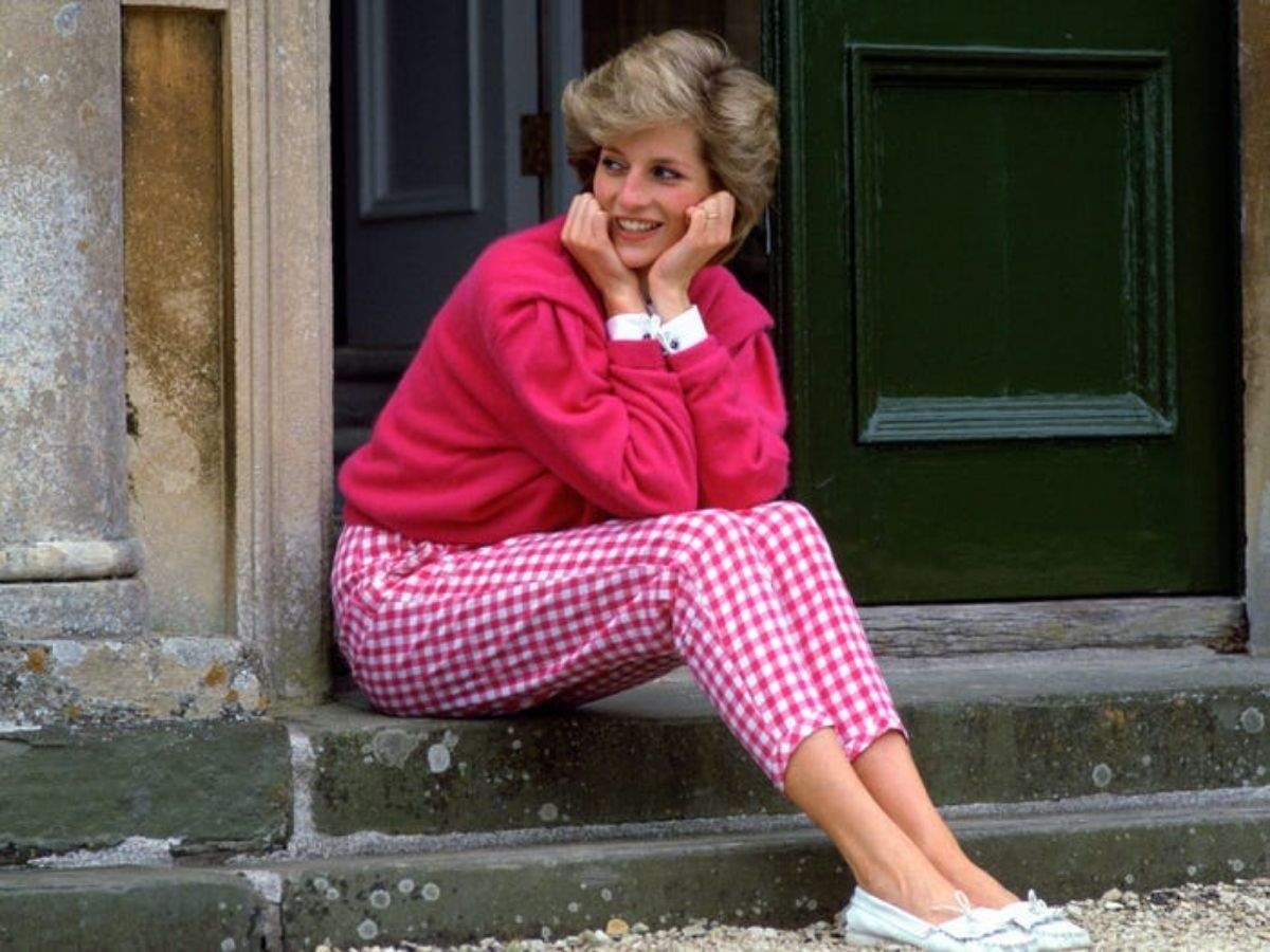 10 Iconic Times Princess Diana Spoke Through Her Fashion Choices The Times Of India