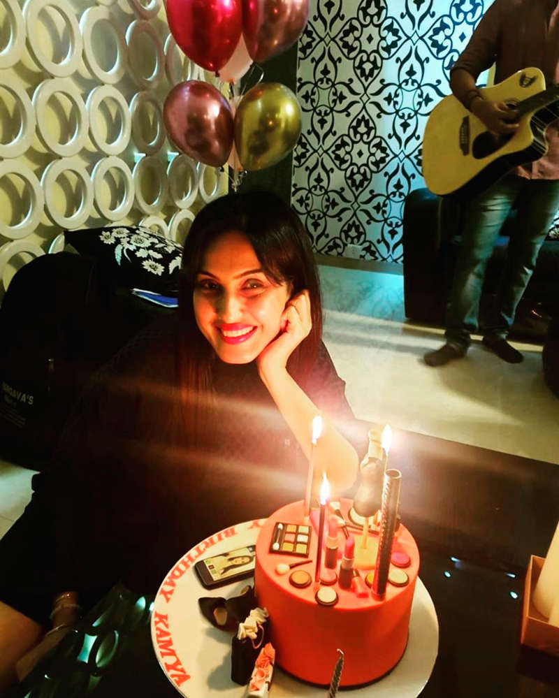 Kamya Panjabi celebrates birthday with husband Shalabh Dang in lockdown