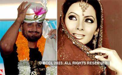 Geeta-Bhajji visit an astrologer!