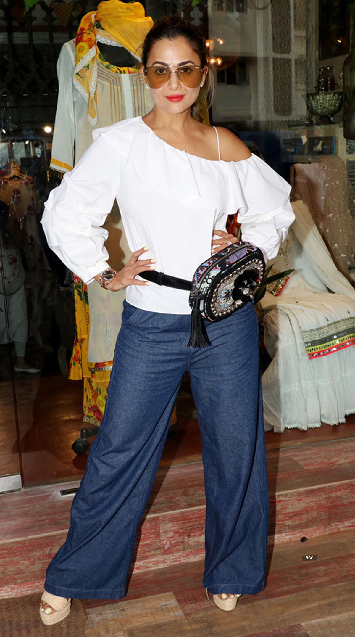 12 Bollywood beauties wear fanny pack in style