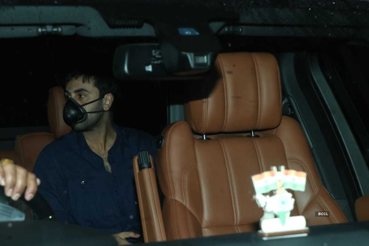 Ranbir and Shraddha at Luv Ranjan's office (7).