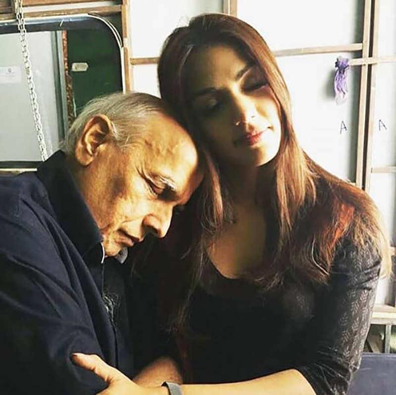 SSR case: Whatsapp chats between Rhea Chakraborty and Mahesh Bhatt go viral...