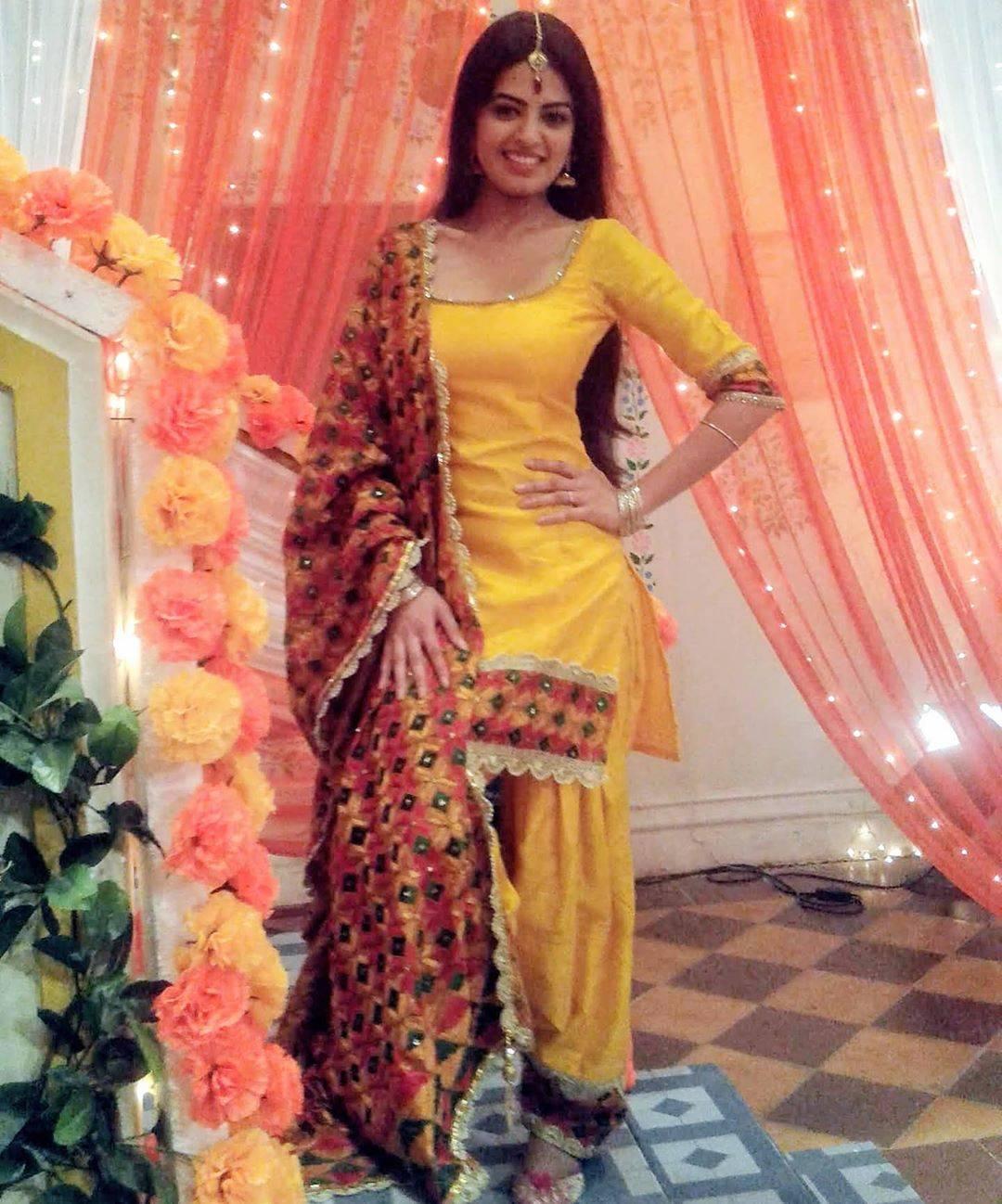 Ganesh Chaturthi 2020 Tv Celebs Share Their Ganpati Decoration Ideas Times Of India