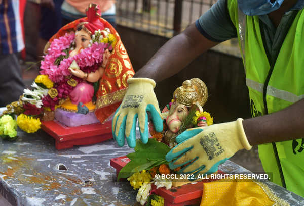 Devotees immerse idols of Lord Ganesha