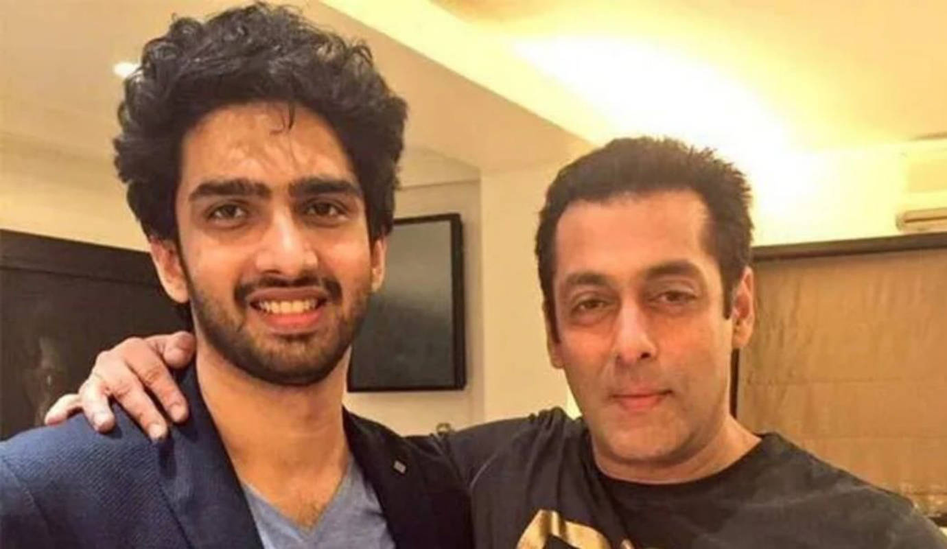 Singer Amaal Mallik engages in Twitter battle with Salman Khan fans after calling Shah Rukh Khan his favourite actor
