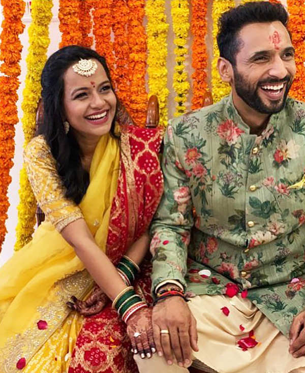 Engagement pictures of Bollywood actor & choreographer Punit Pathak go viral