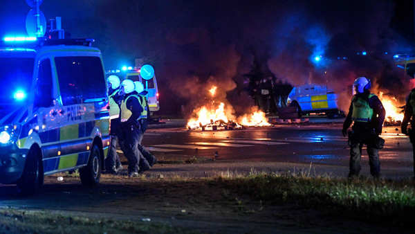 Sweden: Protest against Quran-burning turns violent