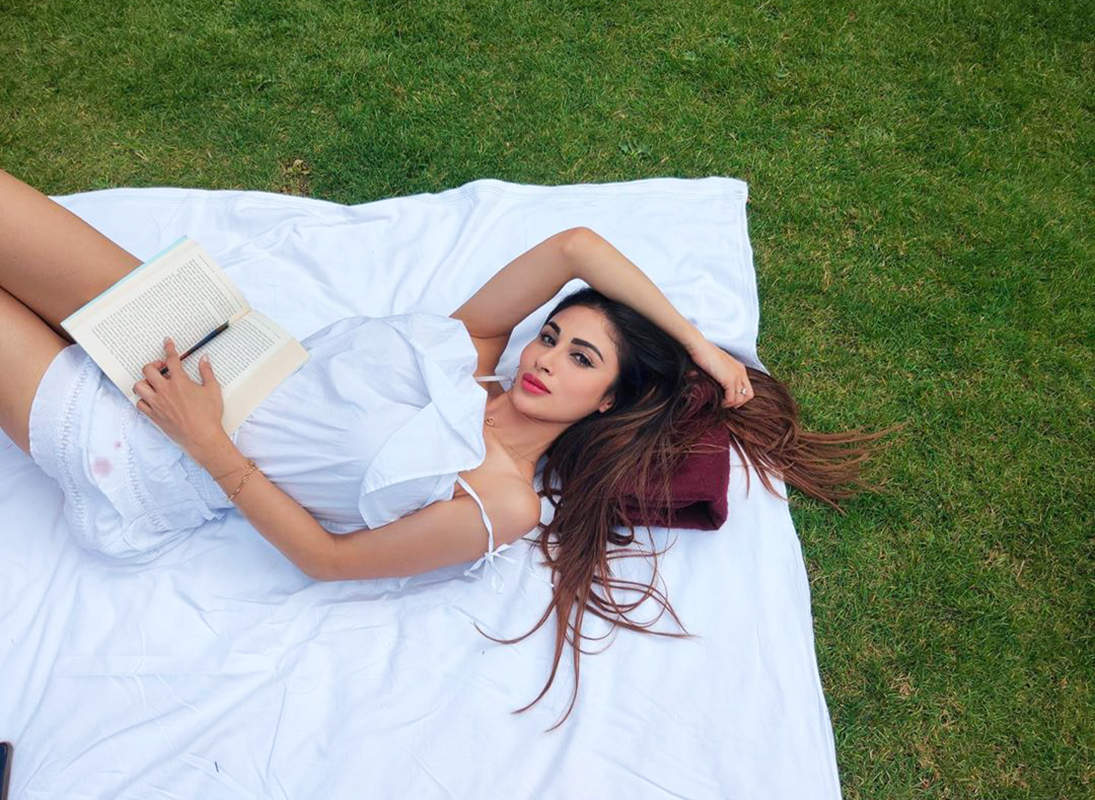 Post engagement rumours, Mouni Roy's new vacation photos with beau go viral...