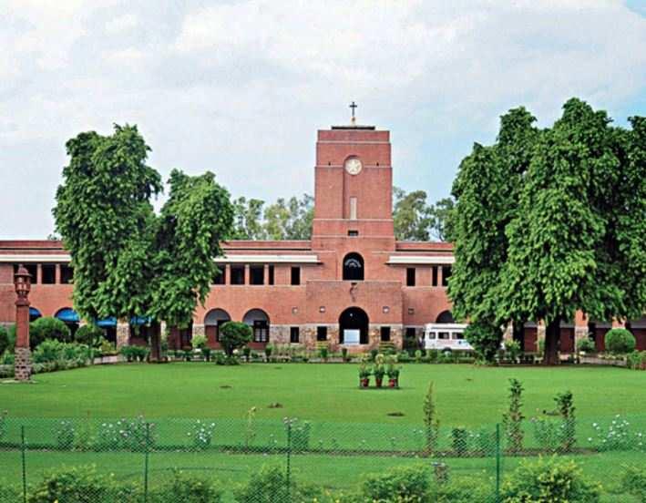 Applications for DU undergraduate courses rise by a lakh