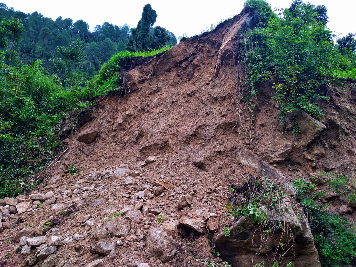 Travel advisory: Dehradun-Mussoorie Road blocked by landslide