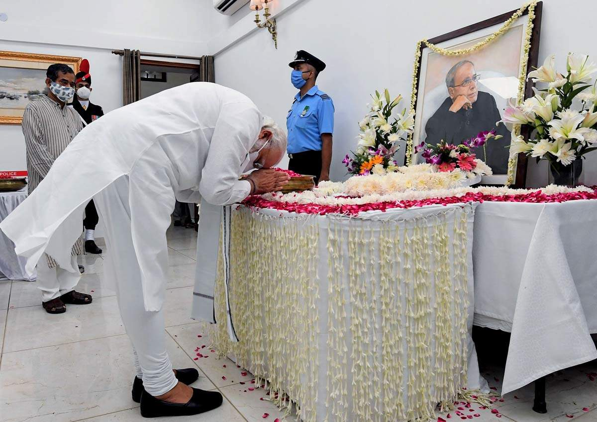 Pictures of PM Modi and other politicians paying last respects to Pranab Mukherjee