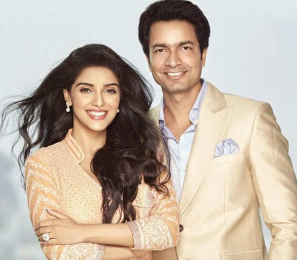 Asin ups the glam quotient with her ravishing pictures