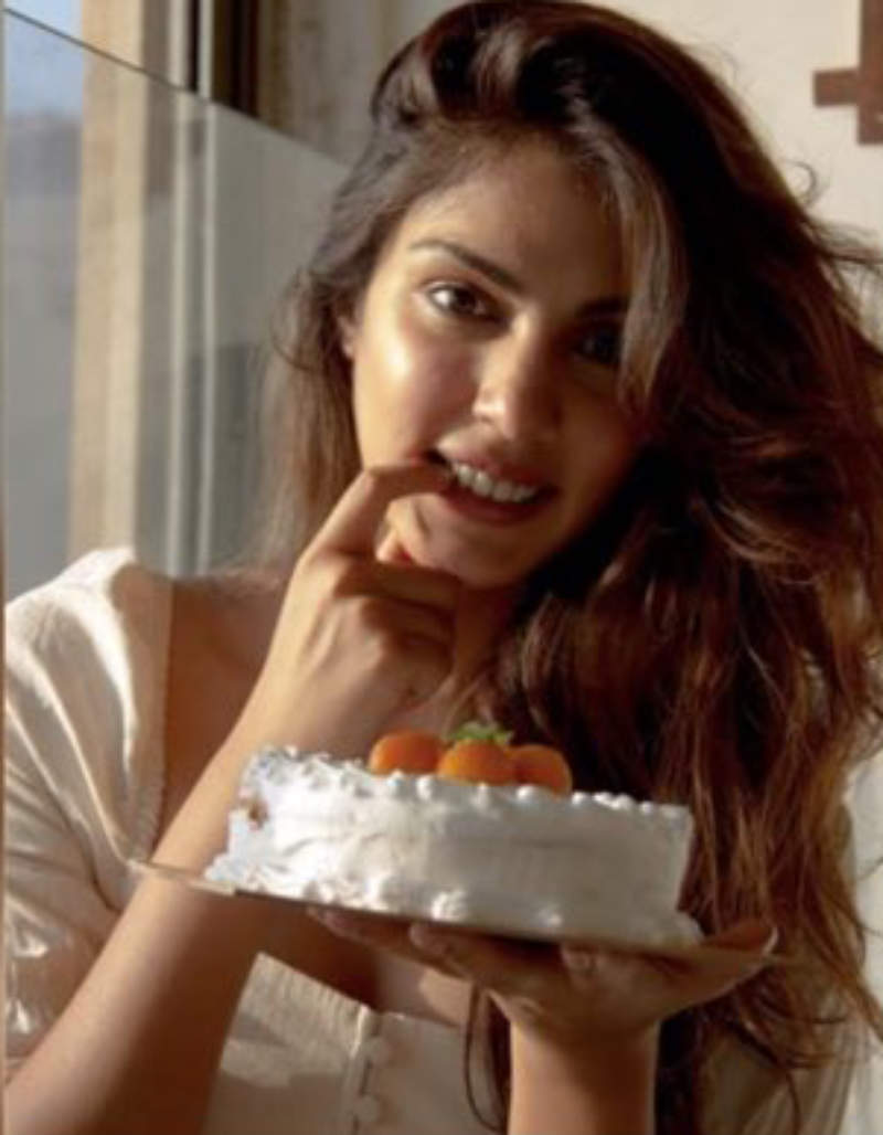 SSR case: Rhea Chakraborty returned to Sushant's home on June 12; fans wonder after viral post