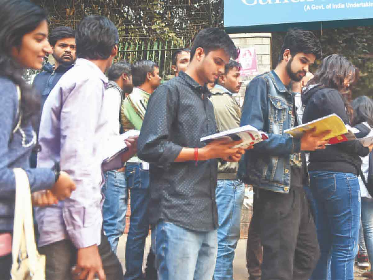 Maharashtra Governor asks universities to conduct final exam process by October 31