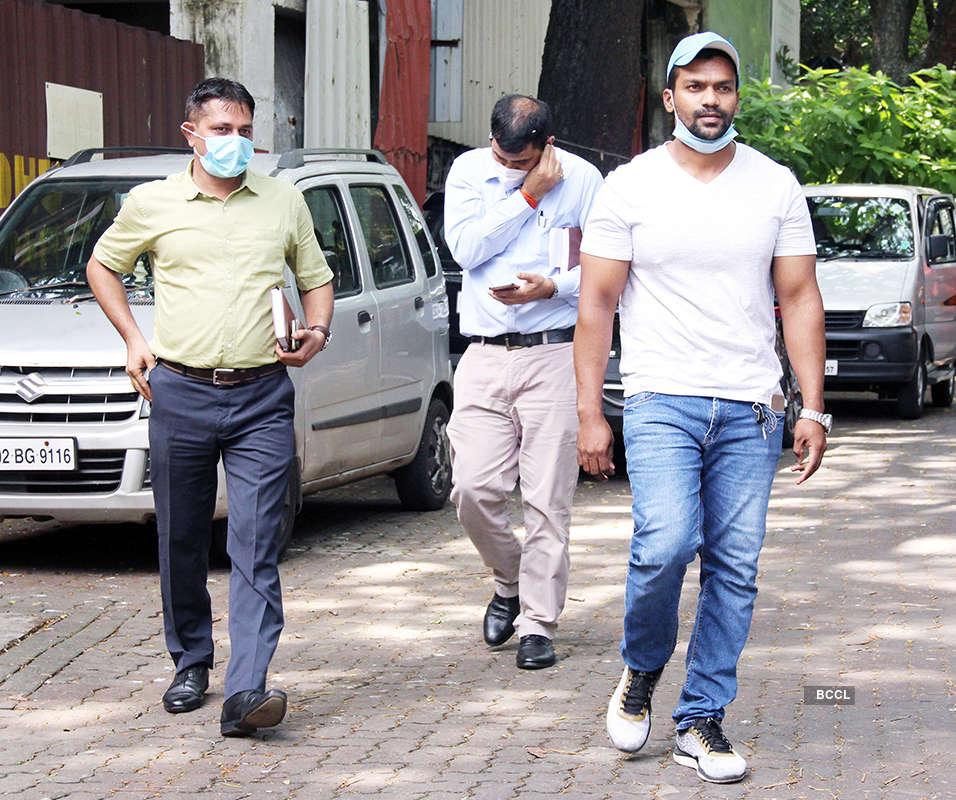 Kangana Ranaut's office gets 'stop work' notice, actress claims BMC officials threaten to demolish