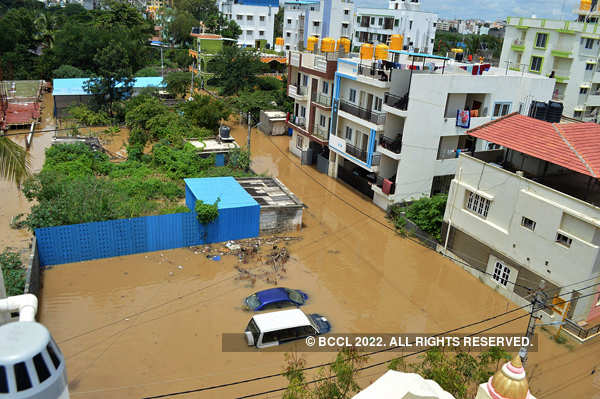 Heavy downpour causes waterlogging in Bengaluru
