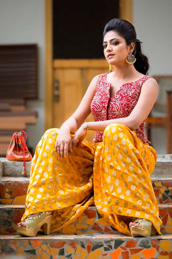 Hariprriya all set to star opposite Diganth in Evaru remake