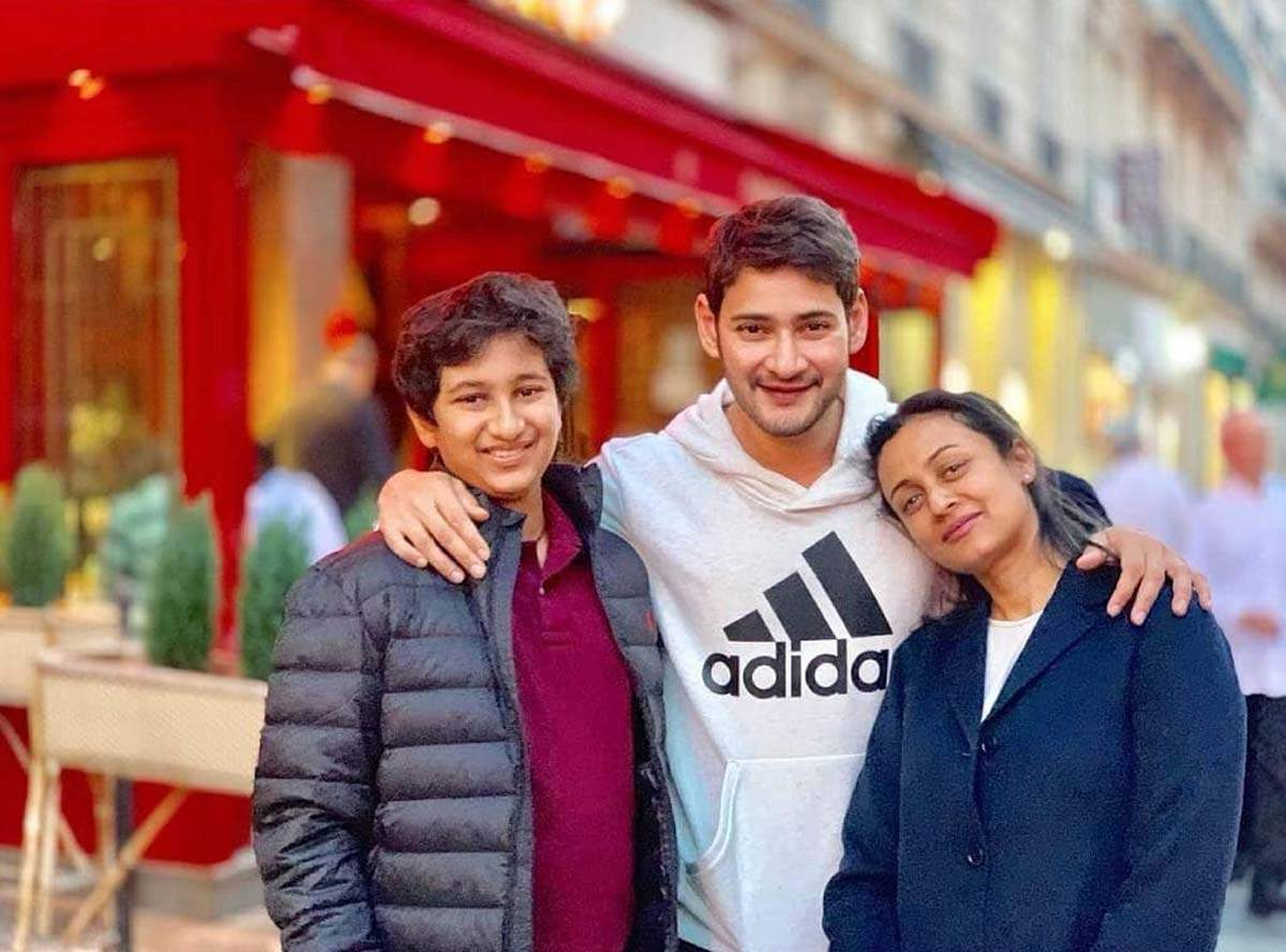 Mahesh Babu and Namrata Shirodkar give major couple goals with their pictures