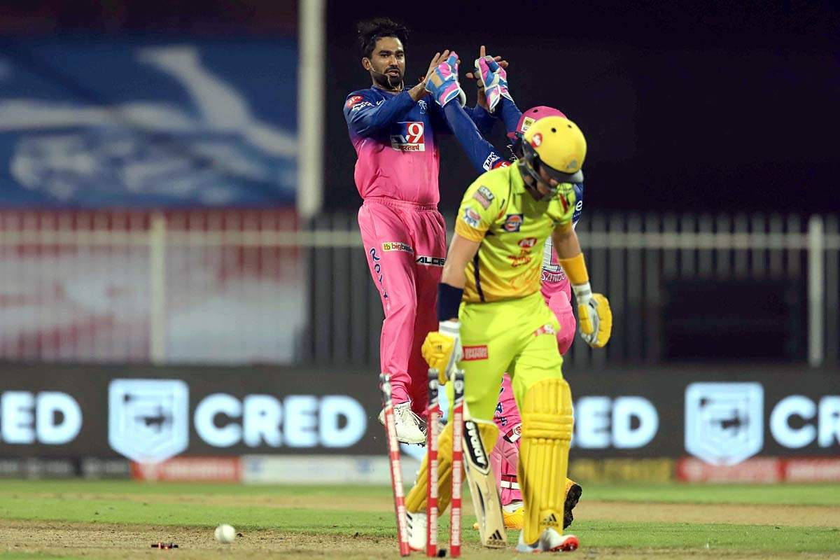 MS Dhoni steals the show with triple sixes against Rajasthan Royals in final over