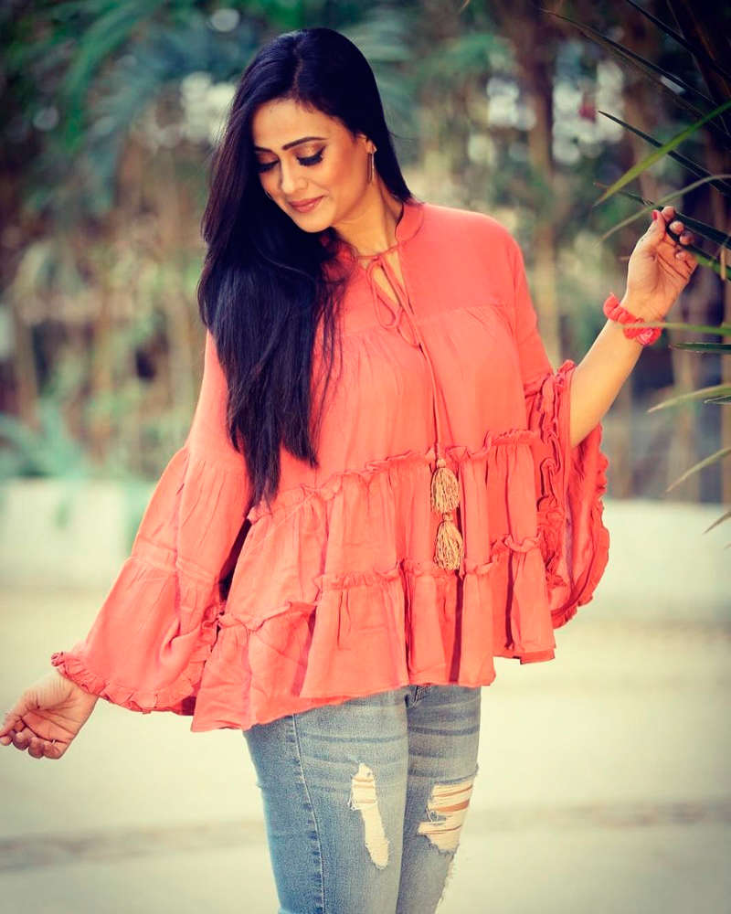Shweta Tiwari tests positive for coronavirus, quarantines herself at home