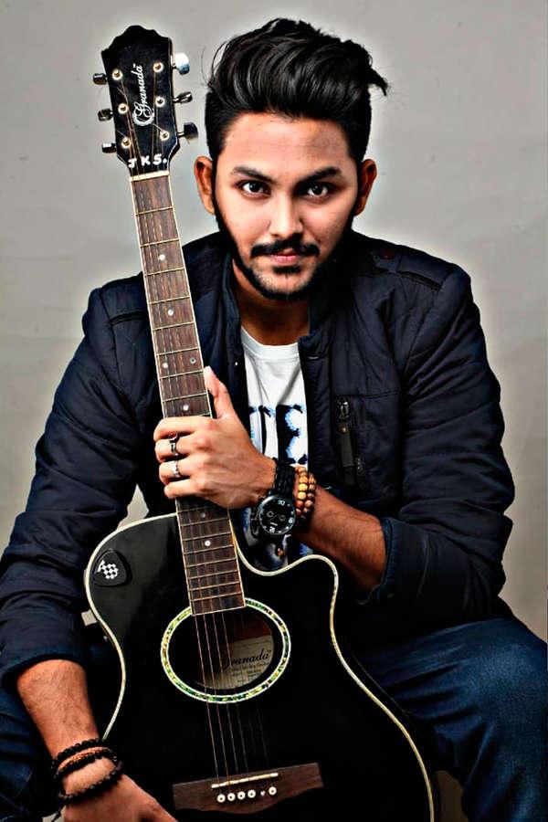 Singer Kumar Sanu's son Jaan Kumar Sanu is the first confirmed contestant in Bigg Boss 14