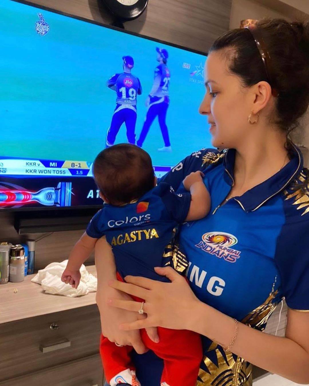 Natasa Stankovic & her little munchkin cheer for Hardik Pandya ahead of IPL match