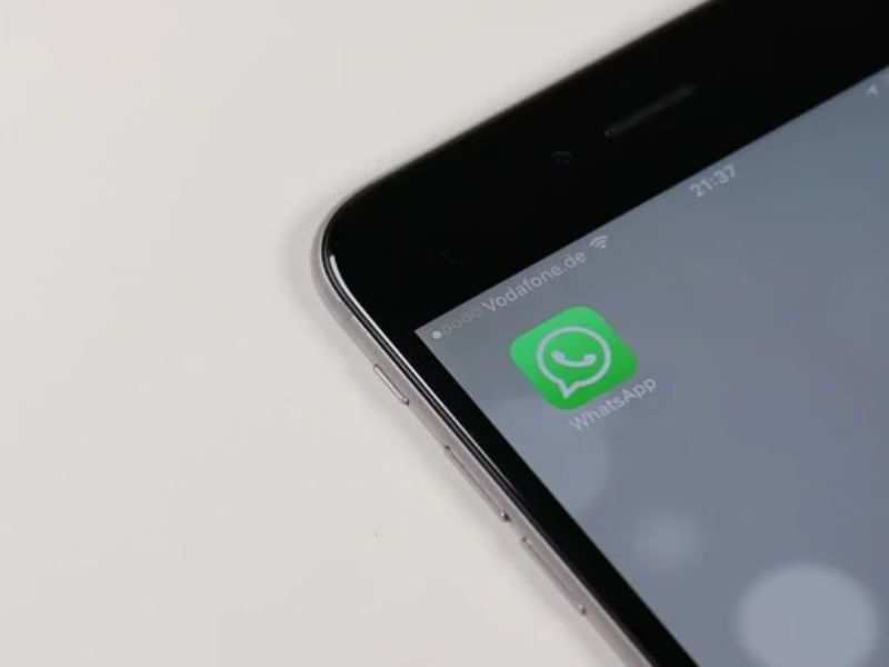 WhatsApp officially doesn't allow transferring of chats between Android smartphone and iPhone