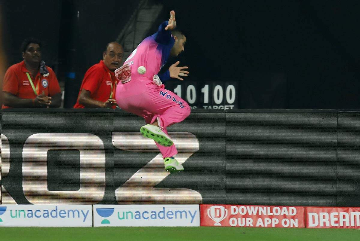 Nicholas Pooran stuns Sachin Tendulkar with his boundary rope save in KXIP vs RR match