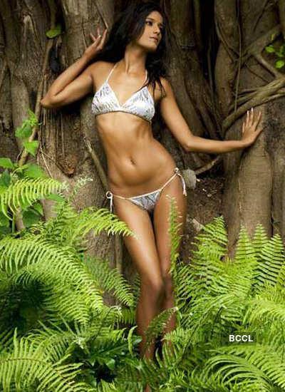 Poonam strips to show her bikini!