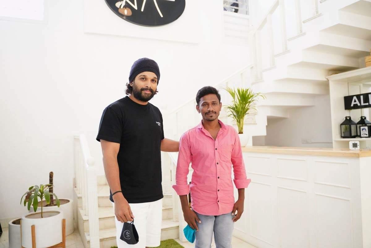 Allu Arjun's fan walks 250 KMs from Macherla to Hyderabad to meet the Tollywood actor