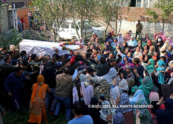 Wreath-laying ceremony of braveheart policeman Altaf Hussain held in Srinagar