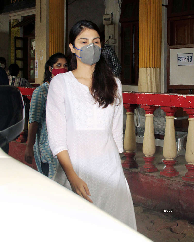 Sushant Singh Rajput case: Pictures of Rhea Chakraborty at Santacruz police station