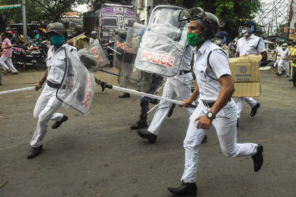 Kolkata: Clashes erupt between West Bengal Police and BJP workers