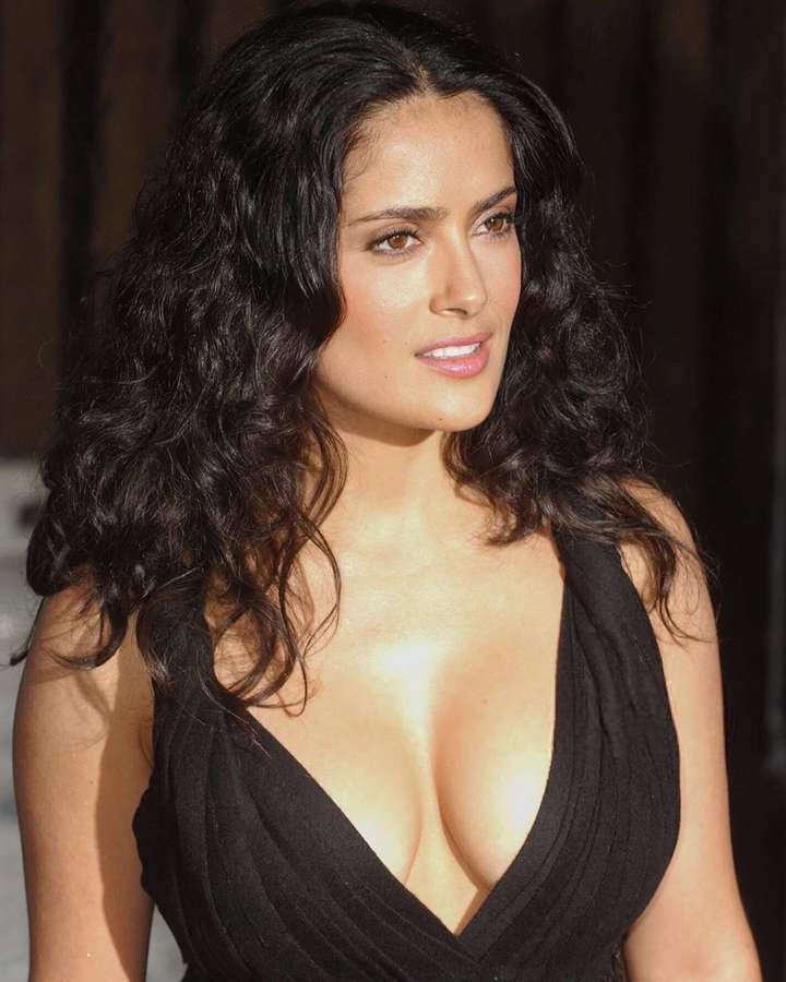 Salma Hayek seeks blessing of Goddess Lakshmi, says that it makes her feel 'joyful' and connected with 'inner beauty'