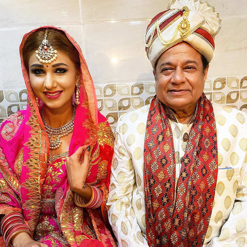 Viral wedding pictures of Jasleen Matharu and Anup Jalota