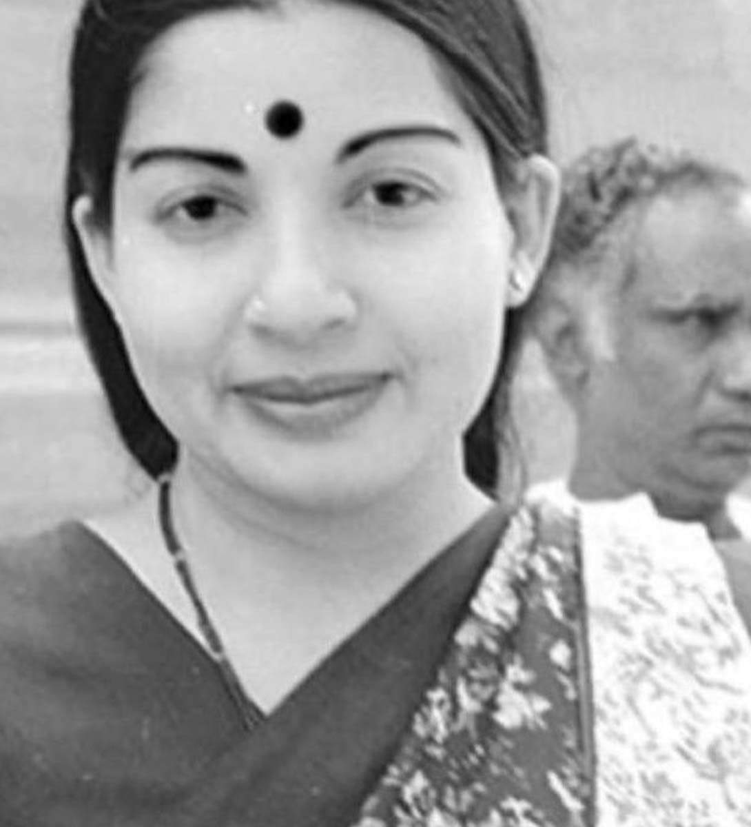 Kangana Ranaut unveils her look in upcoming biopic 'Thalaivi'