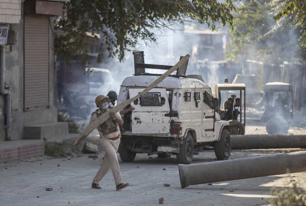 Clashes break out after two suspected terrorists killed in Kashmir