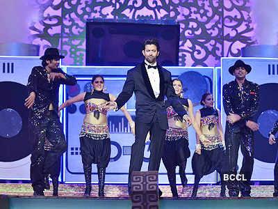 Hrithik sizzles @ Star Parivaar Awards