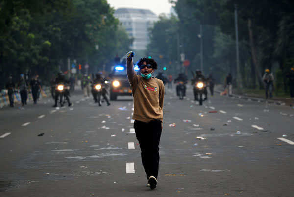 Volatile protests in Indonesia over polarizing jobs law