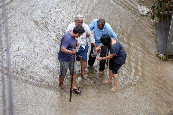 Massive rains claim 30 lives in Telangana