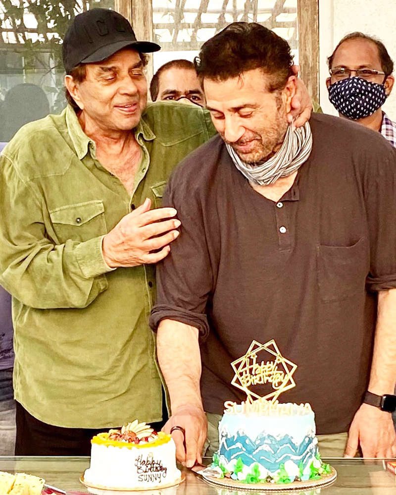 Inside pictures from Sunny Deol's birthday celebration with daddy Dharmendra