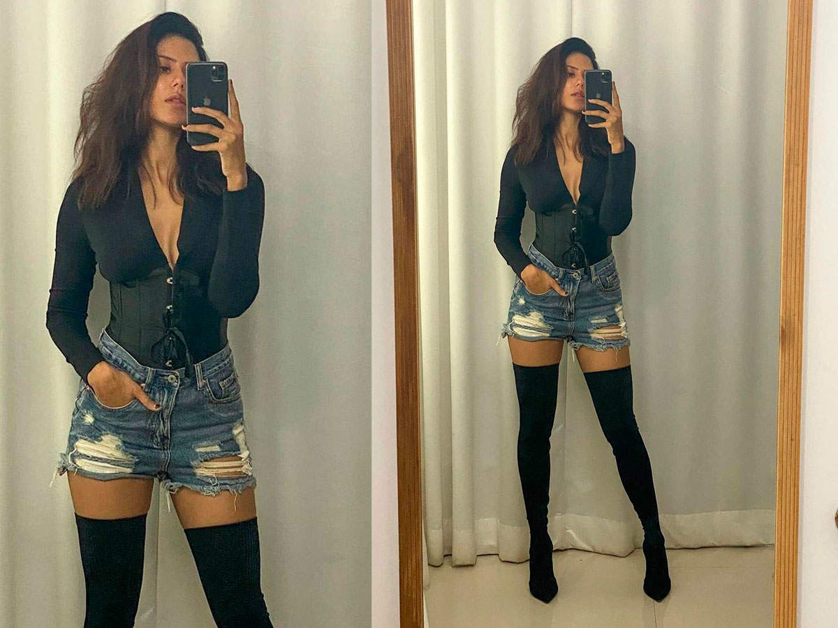 Sonam Bajwa wins the internet with her latest picture