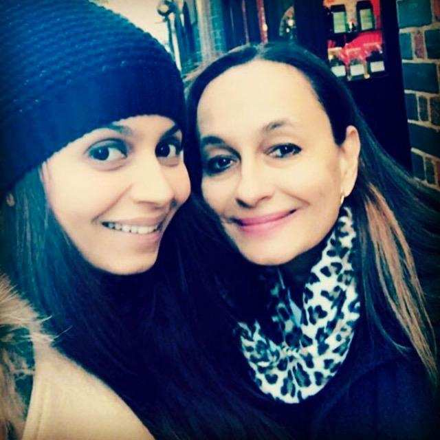 Soni Razdan with daughter Shaheen Bhatt  (2)