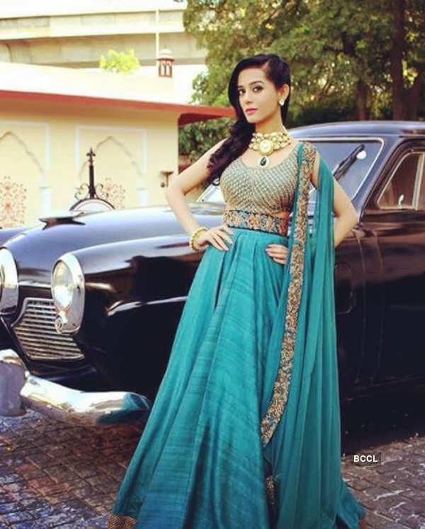 Actress Amrita Rao's baby bump pictures go viral