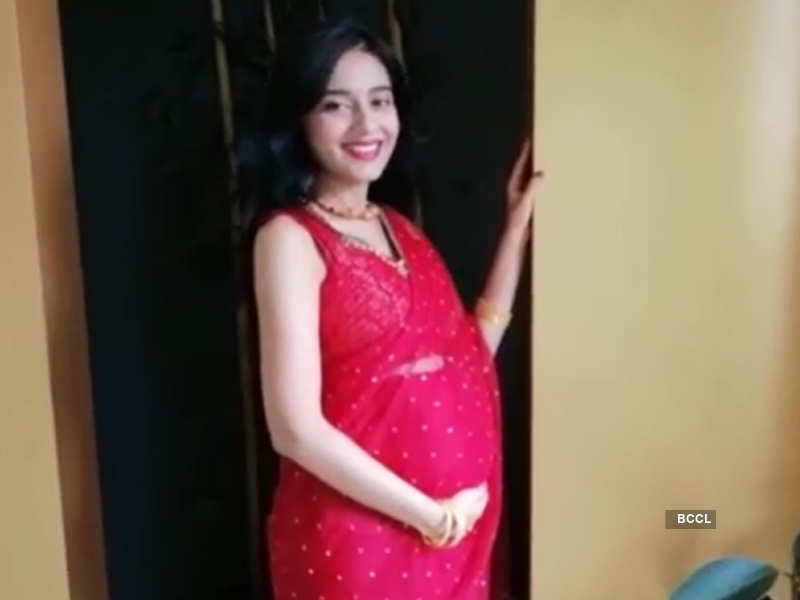 Actress Amrita Rao's baby bump pictures go viral