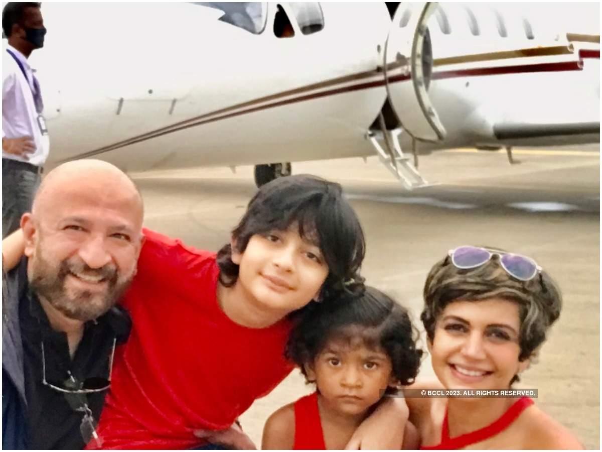 Rraj, Vir, Tara and Mandira at Jabalpur airport